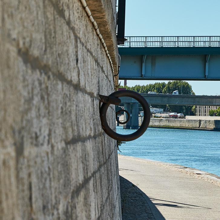 Arles bords du Rhône anneaux en perspective