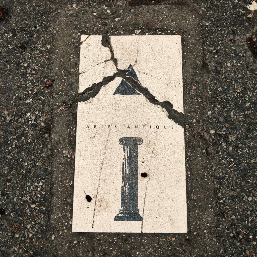arles et ses rues - Arles antique - indication trottoir